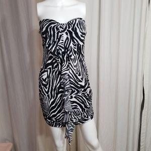 6/$30🏖Dots- Zebra Mini dress